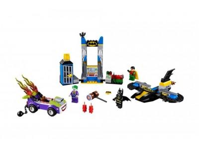 LEGO 10753 - Нападение Джокера на Бэтпещеру