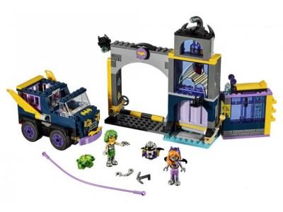 LEGO 41237 - Секретный бункер Бэтгерл