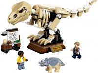 Скелет тираннозавра на выставке